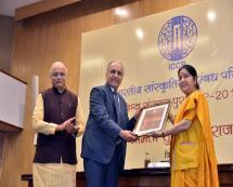Award Presentation to Prof Ashok Narhar Akloozkar by Hon'ble Foreign Minister Mrs. Sushma Swaraj
